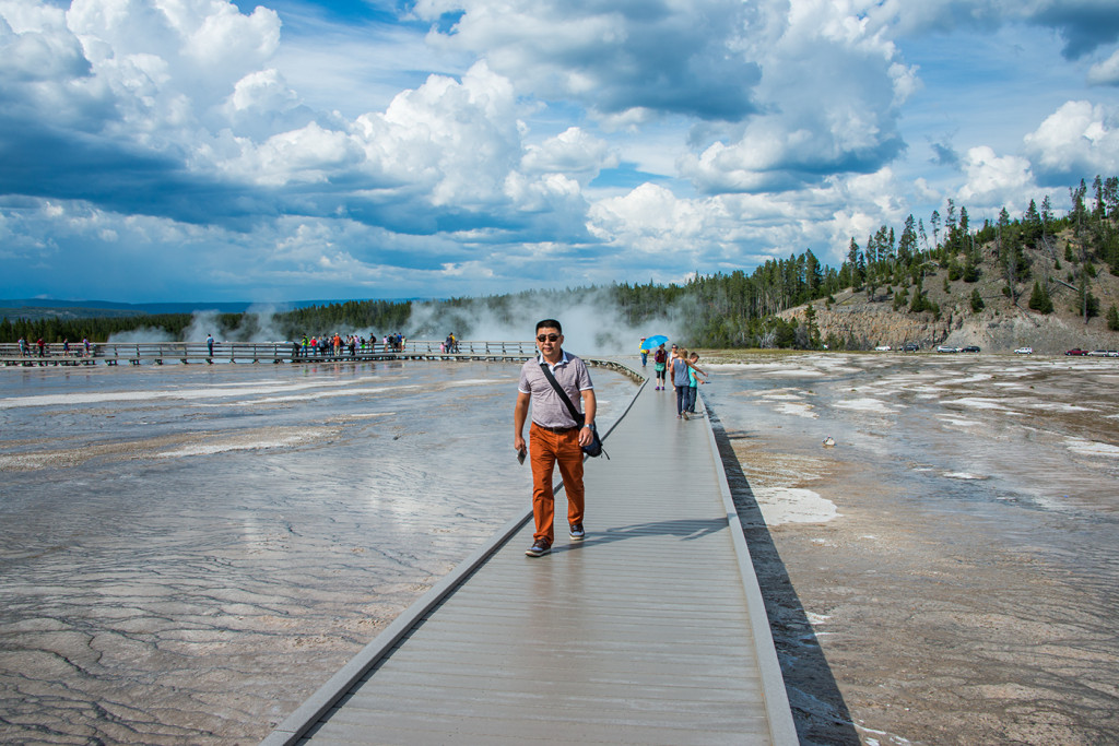 180360_Yellowstone_GrandPrismatic_Tourist